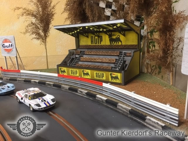Covered Grandstand, for scalextric by magnetic racing